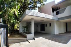 1300 sqm lot with Duplex House in Urdaneta Village Makati